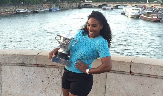 Serena Williams poses with Roland Garros trophy