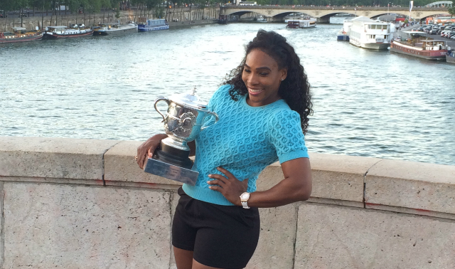 Roland Garros 2015: Serena Williams poses with her trophy