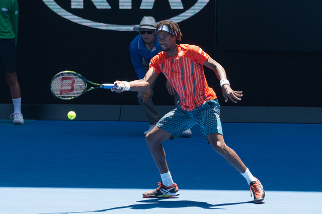 Australian Open 2016 day 8: Monfils defeats Kuznetsov