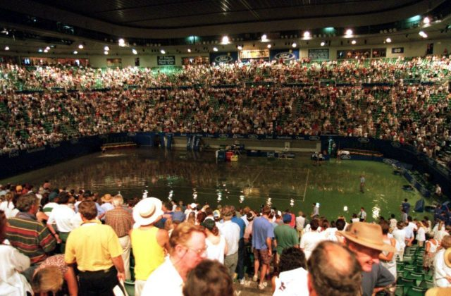 Australian Open 1995: centre court floods